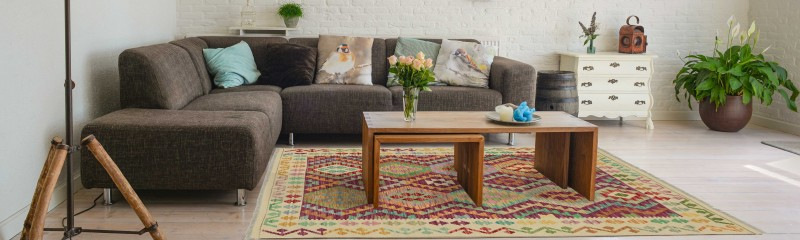 """<div class=""""heading is--white"""">Up to 50% discount on our modern carpets!</div><a class=""""btn is--primary"""" href=""""/sale/"""">Show offers</a>"""